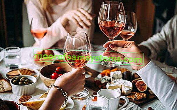 Csipkebogyó bor - bevált receptek a bor készítéséhez lépésről lépésre