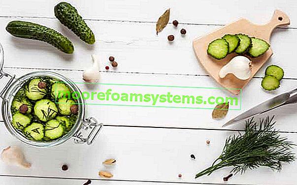 Uborka saláta télire - ezek a legjobb receptek az üvegekbe